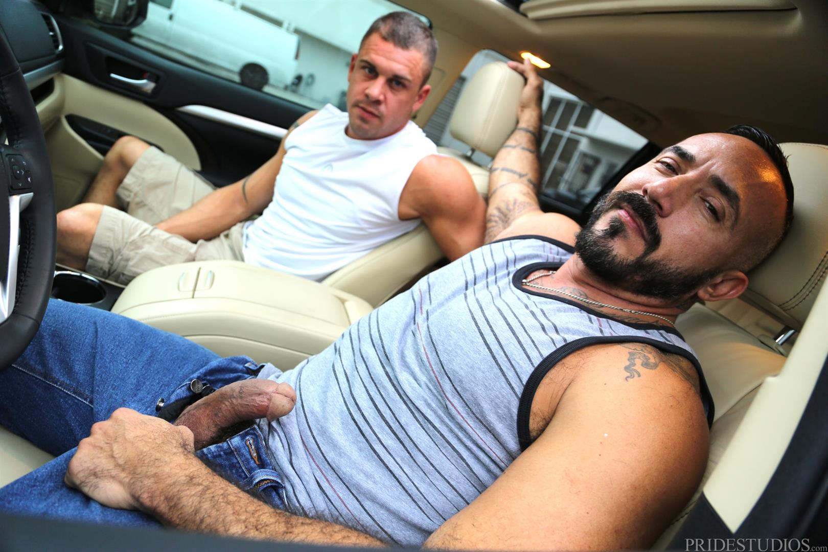 Men-Over-30-Darin-Silvers-and-Alessio-Romero-Hitchhiker-Fucking-Hairy-Ass-Amateur-Gay-Porn-02 Alessio Romero Picks Up A Hitchhiker And Gets Fucked In The Ass